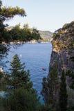 Paysage rocheux stupéfiant dans la baie de Palaiokastritsa, Corfou, Grèce photos libres de droits