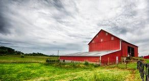 Paysage rouge de grange Photo libre de droits