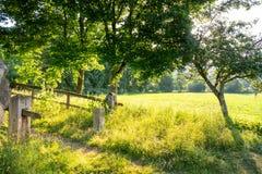 paysage rural avec la lumière du soleil images stock