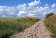 Paysage rural avec la route photographie stock libre de droits