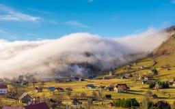 Paysage rural avec le brouillard photos libres de droits