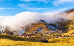Paysage rural avec le brouillard photo libre de droits