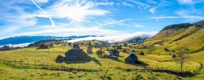 Paysage rural avec le brouillard image libre de droits
