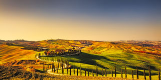 Paysage rural de coucher du soleil de la Toscane, Crète Senesi Ferme de campagne, Photographie stock libre de droits