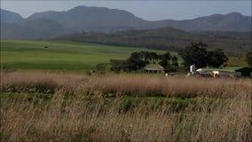Paysage rural de maison de ferme banque de vidéos