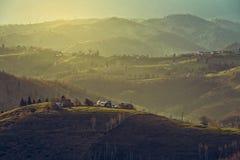 Paysage rural de matin, village de Sirnea, Roumanie Images libres de droits