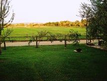 Paysage rural pendant le coucher du soleil Photographie stock libre de droits