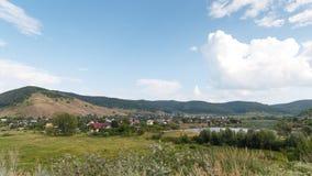 Paysage rural sur les montagnes photographie stock libre de droits