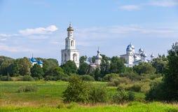 Paysage russe rural avec des églises photographie stock libre de droits