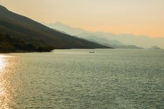 Paysage scénique paisible de lac Image libre de droits