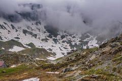 Paysage sombre de montagne Photographie stock