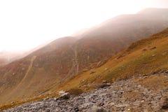 Paysage sur la montagne et la vue du brouillard photo stock