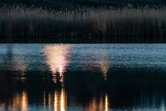 Paysage tôt de ressort, dans la région de Rostov dans la ville de Shakhty, sur la rivière de Grushevka Coucher du soleil ensoleil photographie stock libre de droits