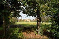 Paysage, terrain de jeu et maison de campagne de York Images libres de droits
