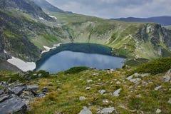 Paysage étonnant vers le lac eye, les sept lacs Rila Photographie stock libre de droits