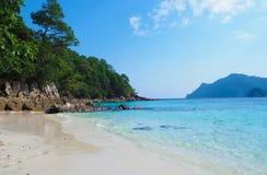 Paysage tropical de plage, mer d'Andaman Images stock