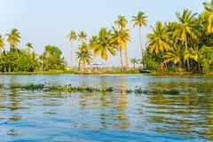 Paysage tropical de rivière dans Alleppey, Inde Images stock