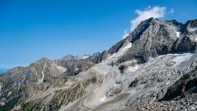 Paysage typique de montagne sur les dolomites italiennes photos stock
