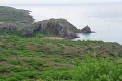 Paysage typique et végétation tropicale sur l'île de Rodriguez, située au milieu de l'Océan Indien images stock