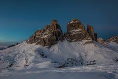 Paysage unique de montagne de nuit et d'hiver de Tre Cime Images stock