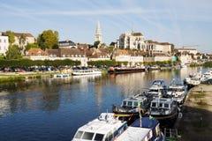 Paysage urbain à Auxerre, France Photographie stock libre de droits