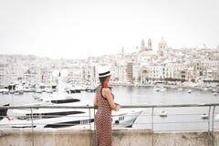 Paysage urbain à la vieille ville dans la ville de La Valette, Malte photographie stock libre de droits