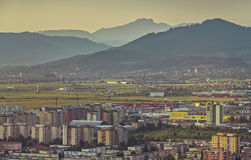 Paysage urbain aérien de Brasov Photo stock