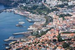 Paysage urbain aérien de la région de port de Funchal, île de la Madère, Portugal Photos stock