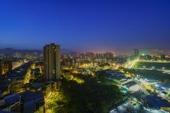 Paysage urbain aérien de nuit de secteur de Xindian Photographie stock