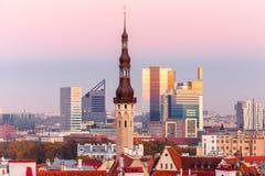 Paysage urbain aérien de Tallinn au coucher du soleil, Estonie Images libres de droits