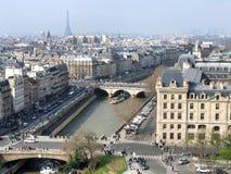 Paysage urbain aérien de tour de cathédrale de Notre Dame photographie stock libre de droits