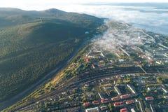 Paysage urbain aérien de ville de Kandalaksha photo libre de droits