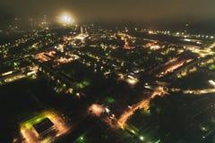 Paysage urbain aérien la nuit images libres de droits