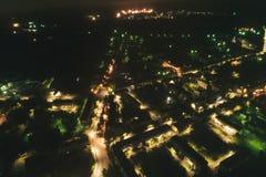 Paysage urbain aérien la nuit images stock