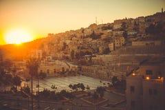 Paysage urbain Amman du centre à l'aube Capitale de la Jordanie Concept de tourisme Ville arabe toned Symbole romain d'Amman de t Photo libre de droits