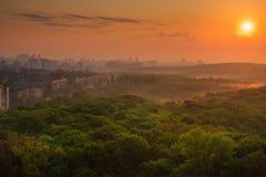 Paysage urbain au lever de soleil Photo libre de droits