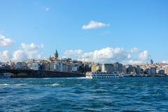 Paysage urbain avec la tour de Galata et le Bosphorus, Istanbul Photographie stock