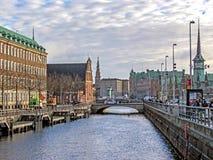 Paysage urbain avec le canal et l'héritage historique, les bâtiments, les points de repère et les monuments de Copenhague, Danema photos stock