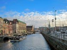 Paysage urbain avec le canal et l'héritage historique, les bâtiments, les points de repère et les monuments de Copenhague, Danema photographie stock