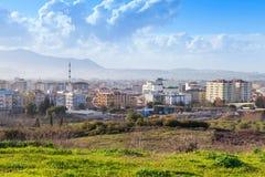 Paysage urbain avec les bâtiments modernes Ville d'Izmir, Turquie Image stock