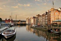 Paysage urbain d'Amsterdam à la soirée. photos stock