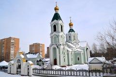 Paysage urbain d'hiver avec l'église Image libre de droits