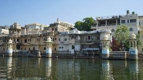 Paysage urbain d'Udaipur avec le ciel coloré photographie stock