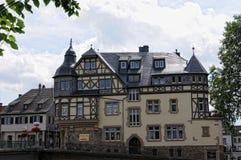 Paysage urbain de Bad Kreuznach avec ses maisons et restau historiques images libres de droits