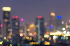 Paysage urbain de Bangkok au temps crépusculaire, bokeh brouillé de photo Photo libre de droits