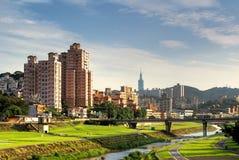 Paysage urbain de banlieue de Taïpeh Image libre de droits