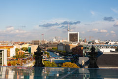 Paysage urbain de Berlin avec la tour de TV au fond Image stock