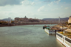 Paysage urbain de Budapest avec Buda Castle et Elizabeth Bridge Photographie stock