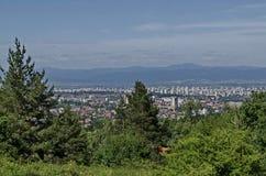 Paysage urbain de capitale bulgare Sofia du haut de montagne tout près Knyazhevo, Sofia de Vitosha Image libre de droits