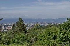 Paysage urbain de capitale bulgare Sofia du haut de montagne tout près Knyazhevo, Sofia de Vitosha Photographie stock libre de droits